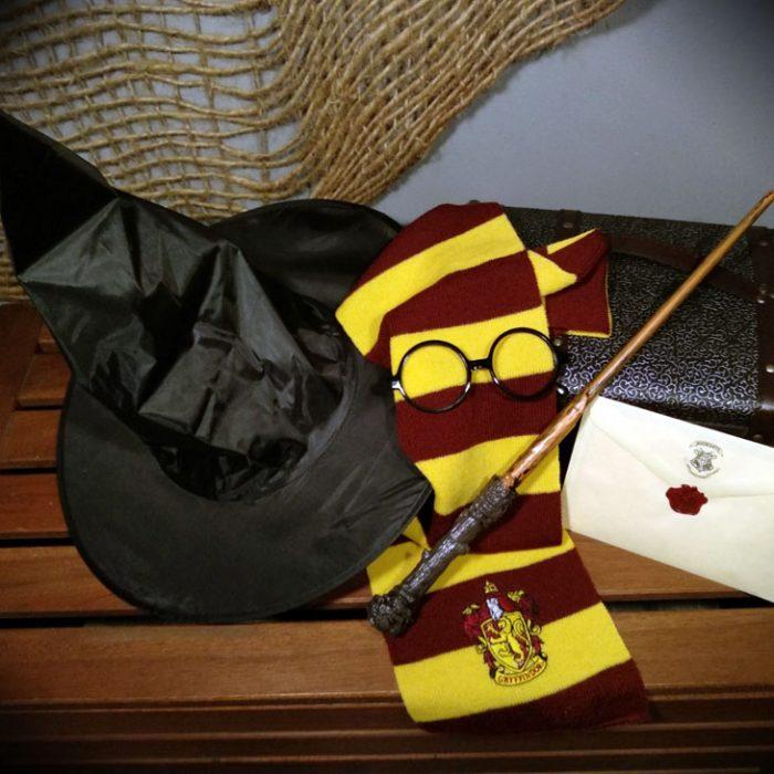 Gorro, ulleres, vareta, bufanda de mag i carta de l'escola personalitzada